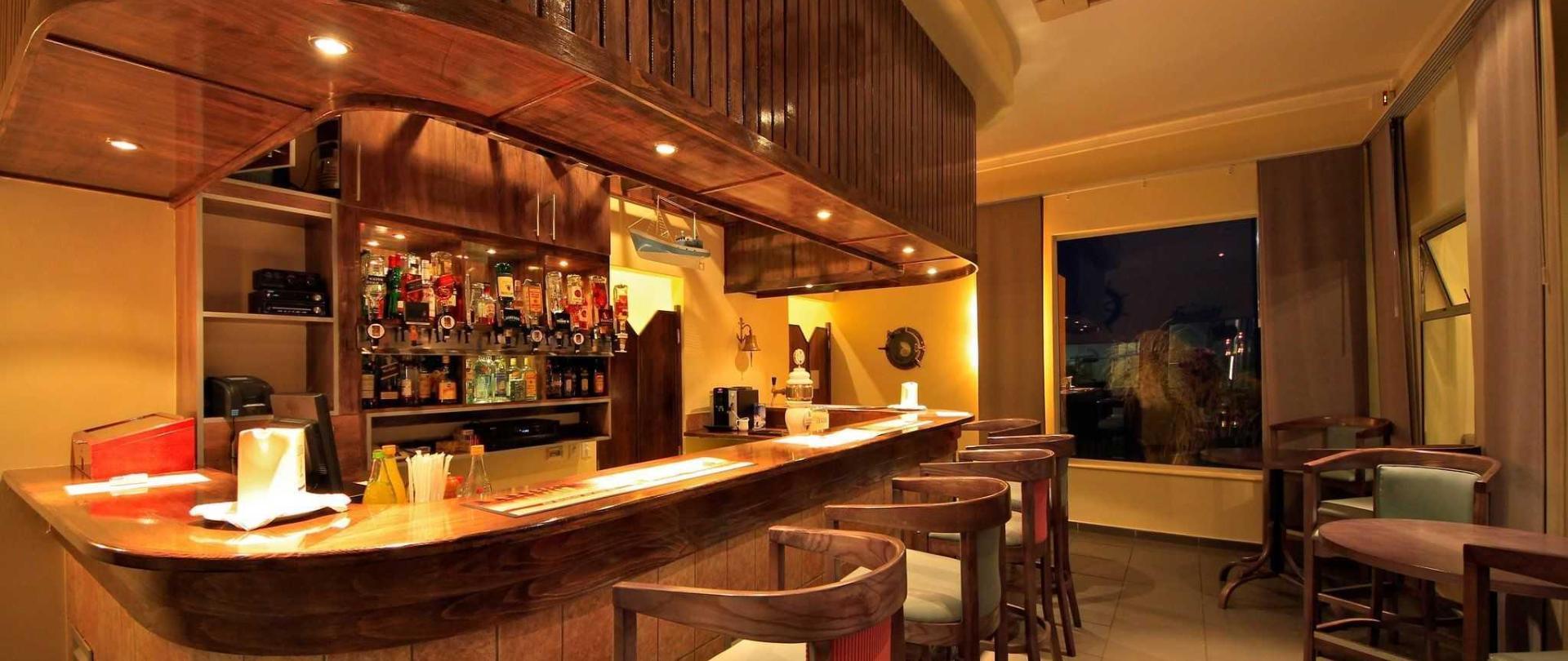 nest-hotel-crayfish-bar-2016.jpg