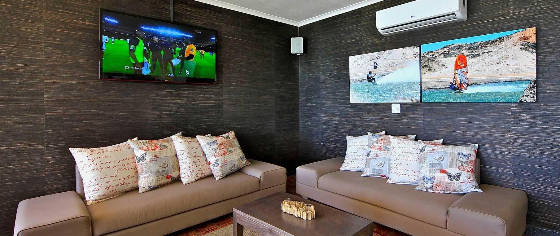 nest-hotel-crayfish-bar-lounge-hd-tv-2016.jpg