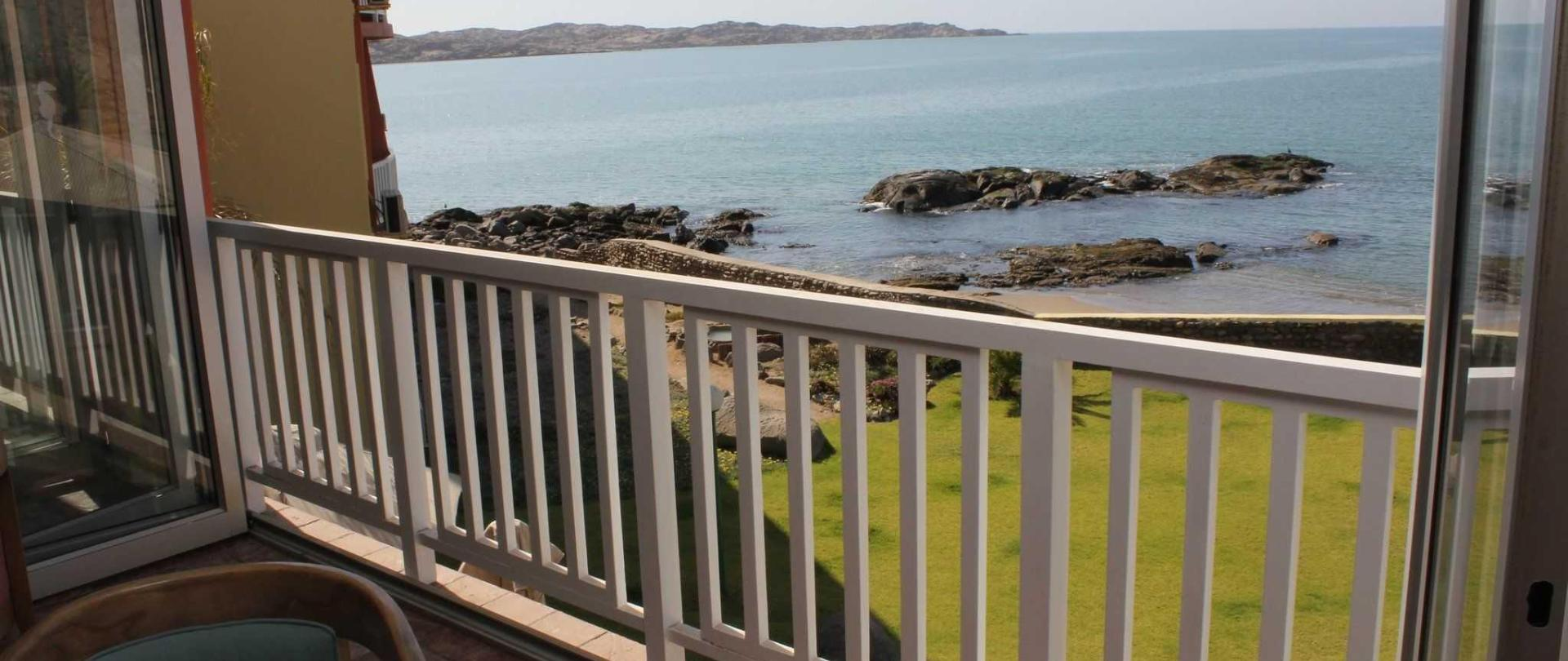 2017-lnh-crayfish-bar-lounge-views.jpg
