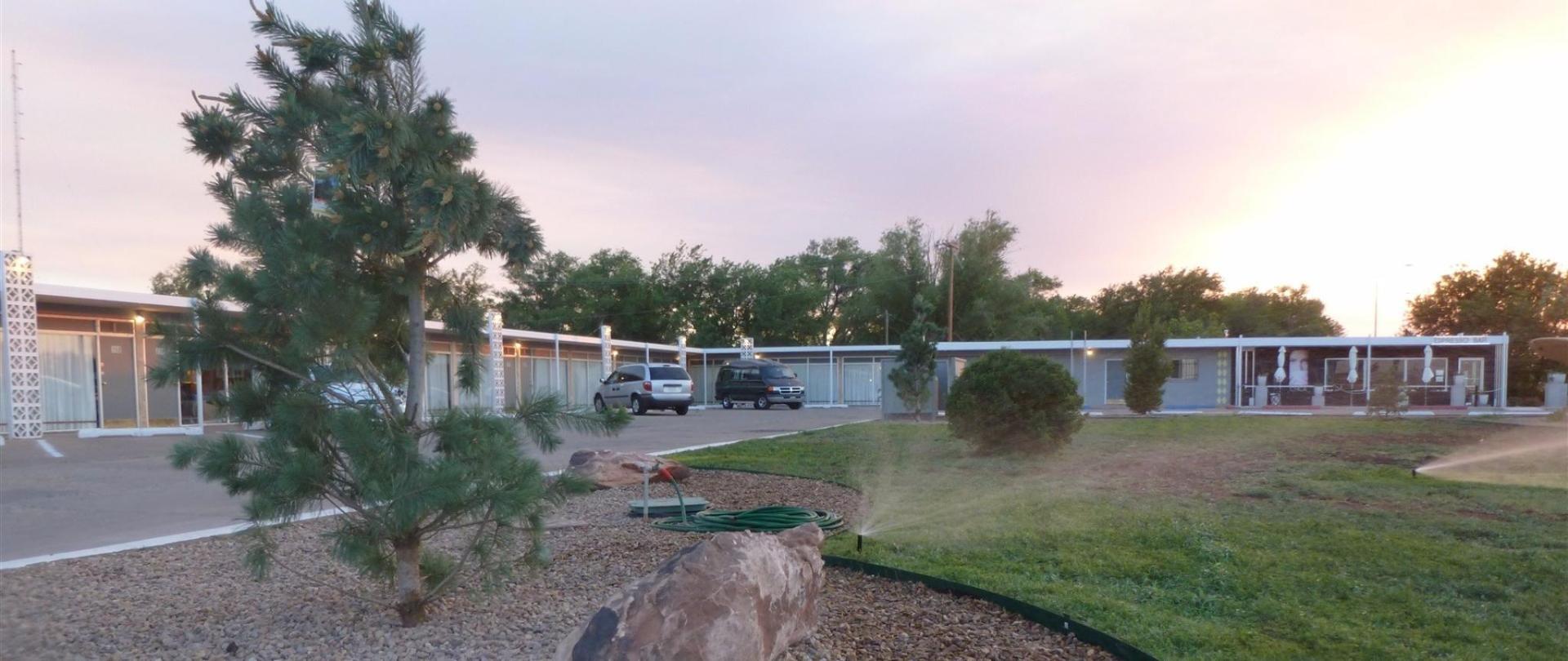 motel-grounds-2.jpg.1920x0.jpg