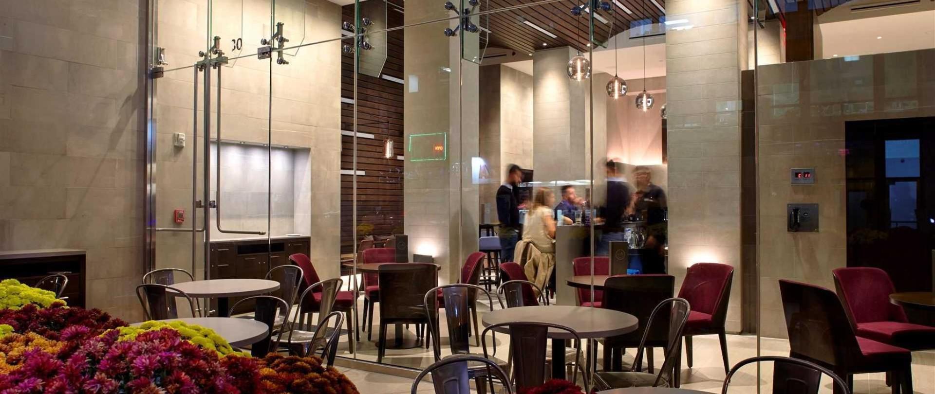 cam_ts_lounge_patio_2015.jpg.1920x0.jpg