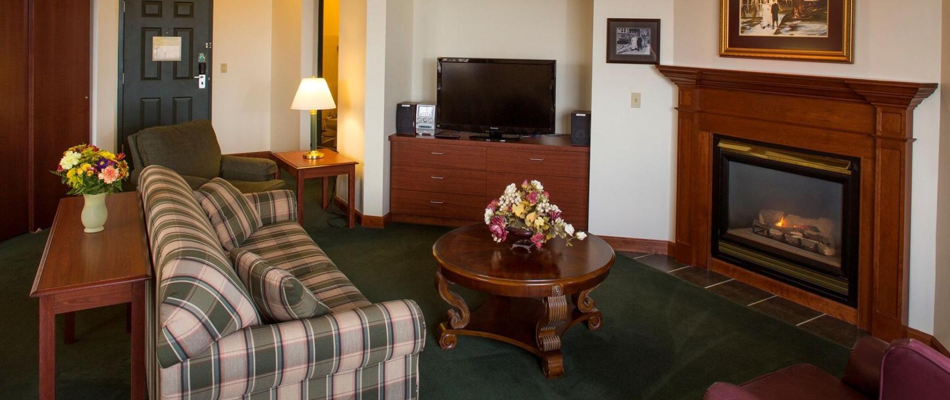 presidential-suite-living-room.jpg