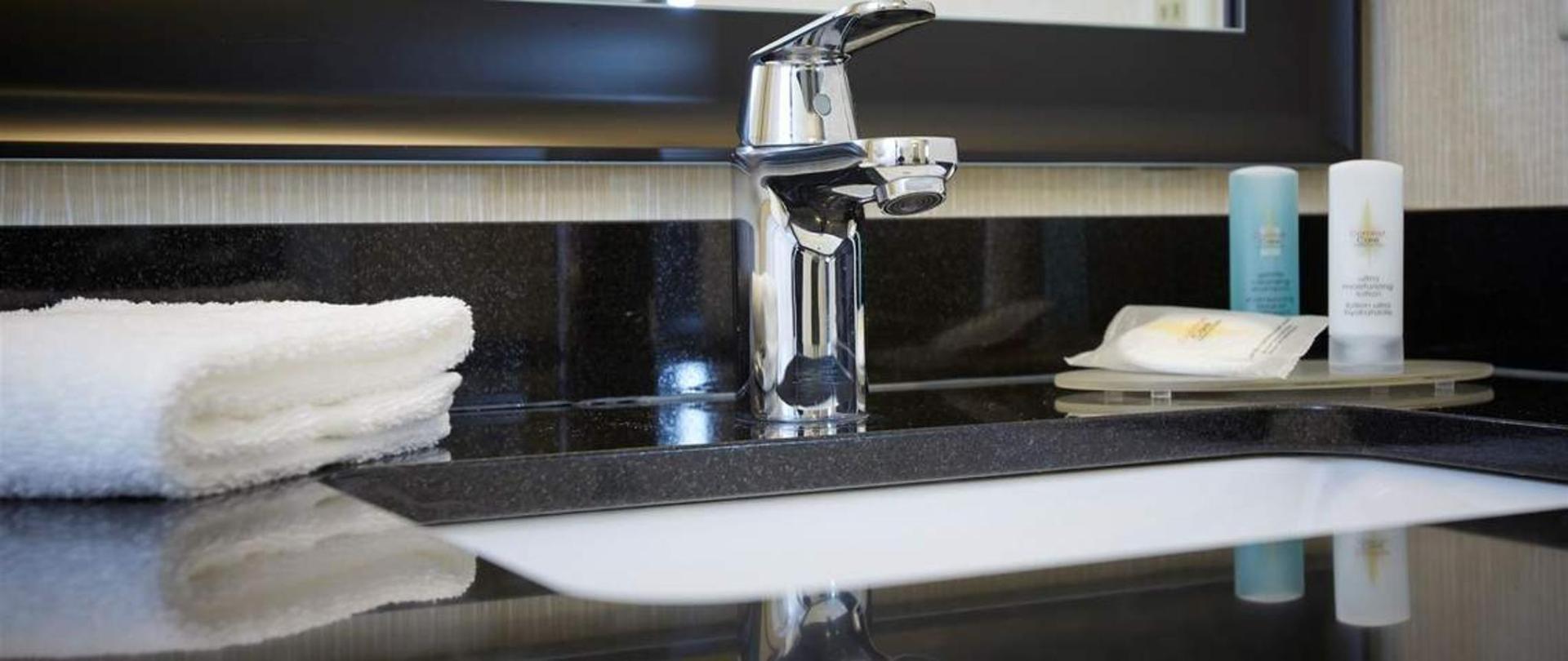 enjoy-our-complimentary-toiletries.jpg.1140x481_default.jpg