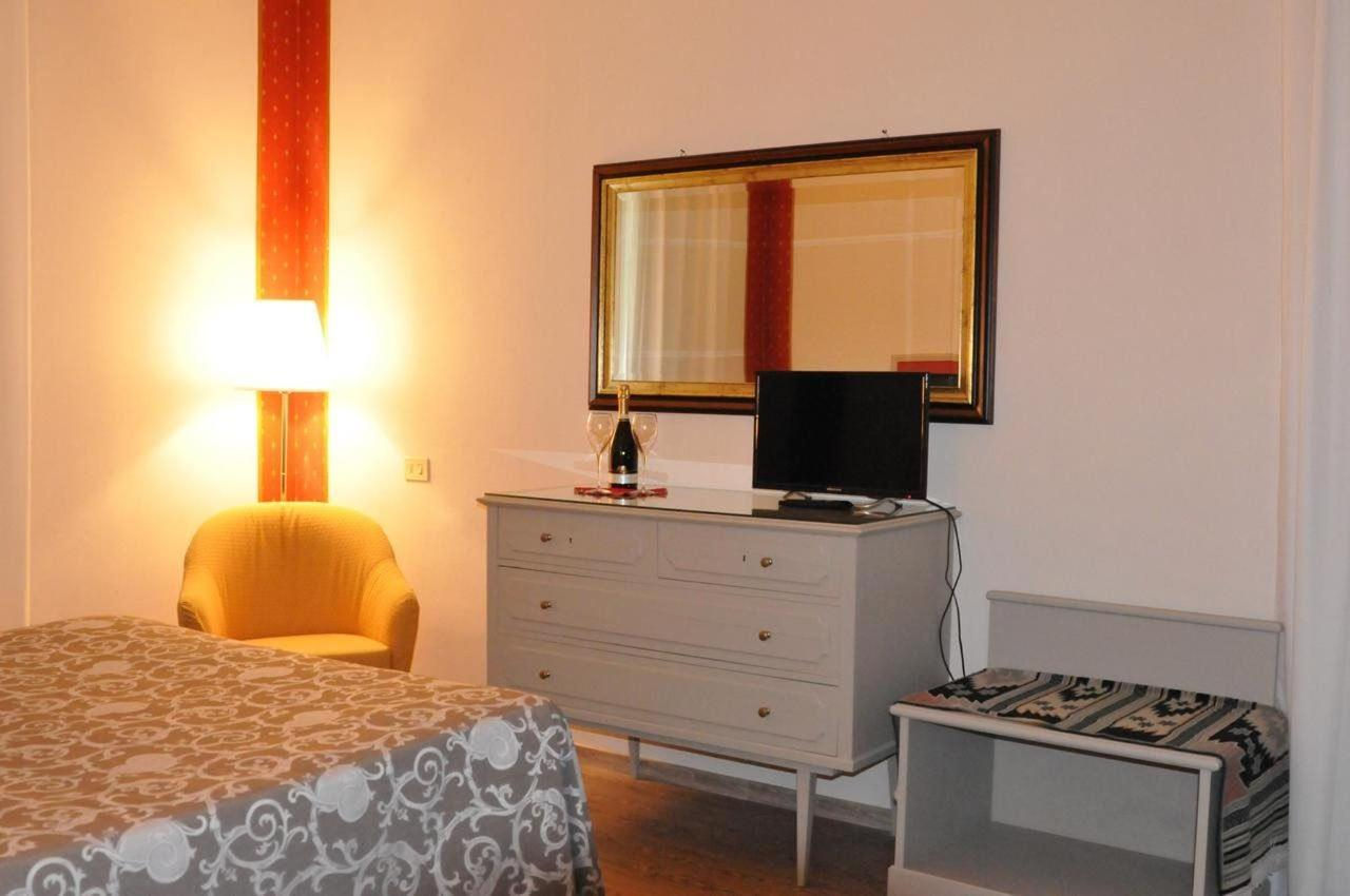 Rooms16