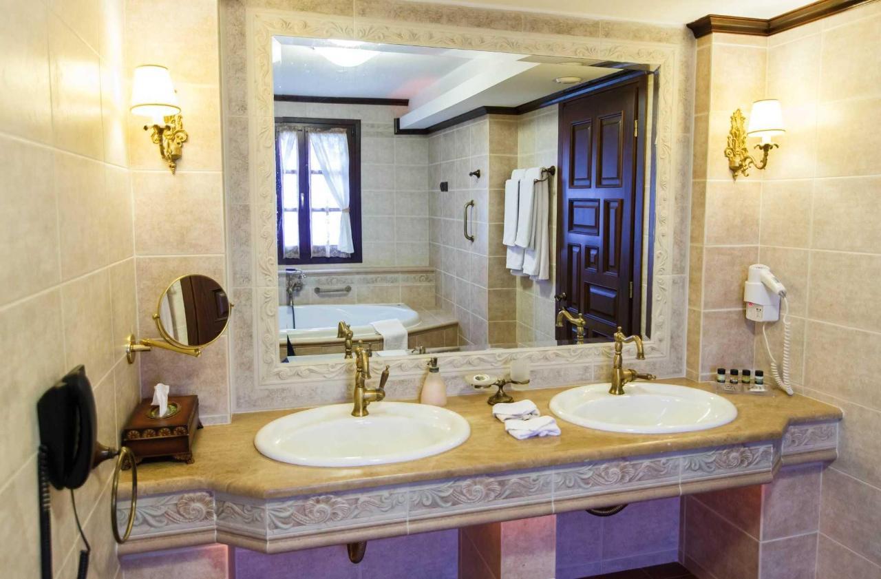 Grande suite his & her's bathroom