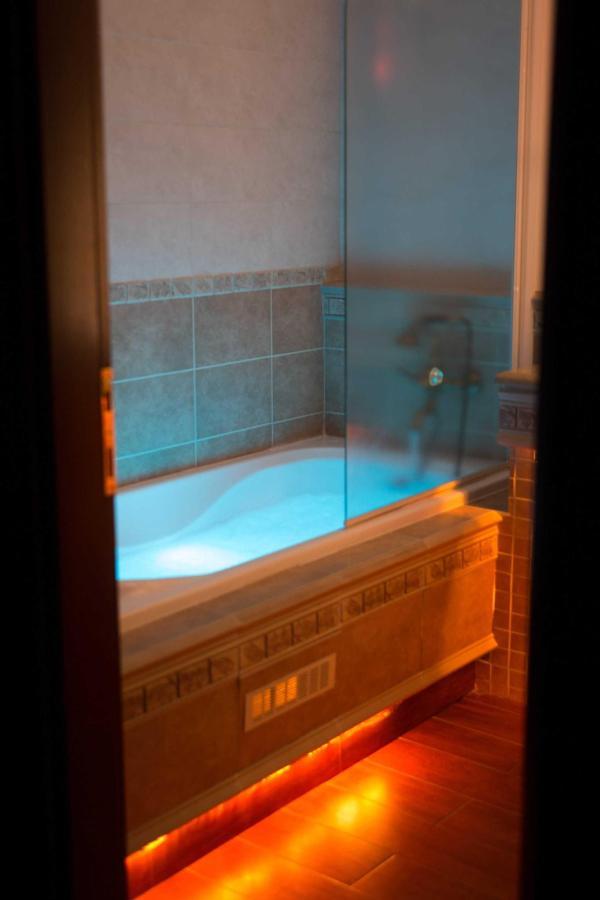 Chromotherapy bathroom (Glafke)