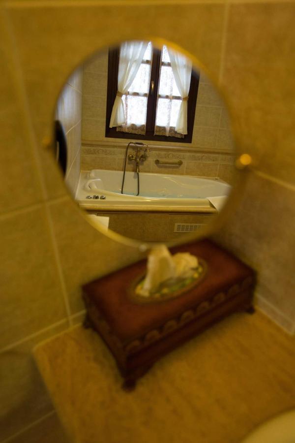 Grande suite bathroom detail
