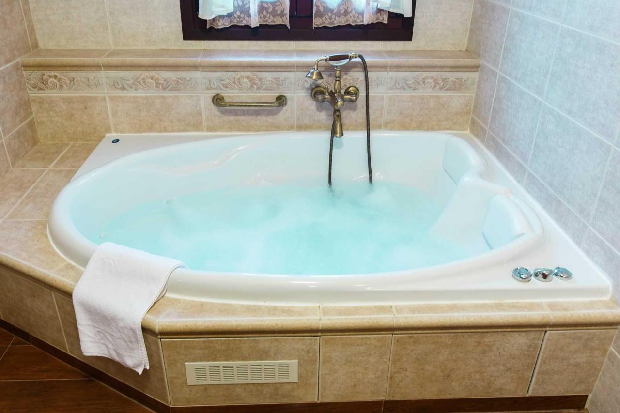 Grande suite his & her's whirlpool