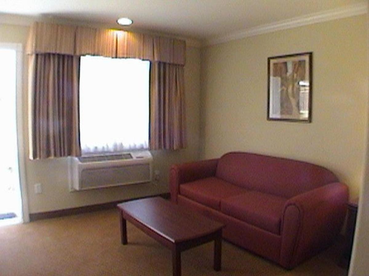 king_suite2-2.jpg