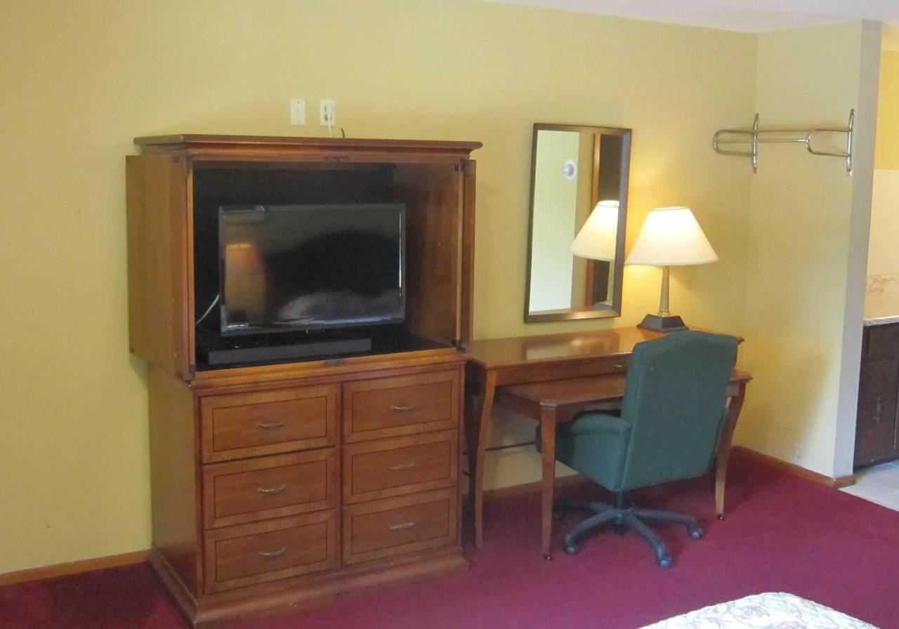 tv-and-desk.jpg
