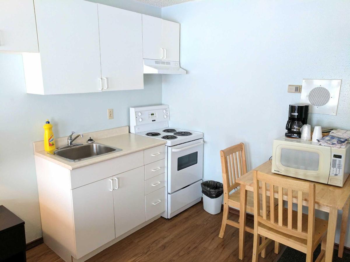 Deluxe Kitchen Suites