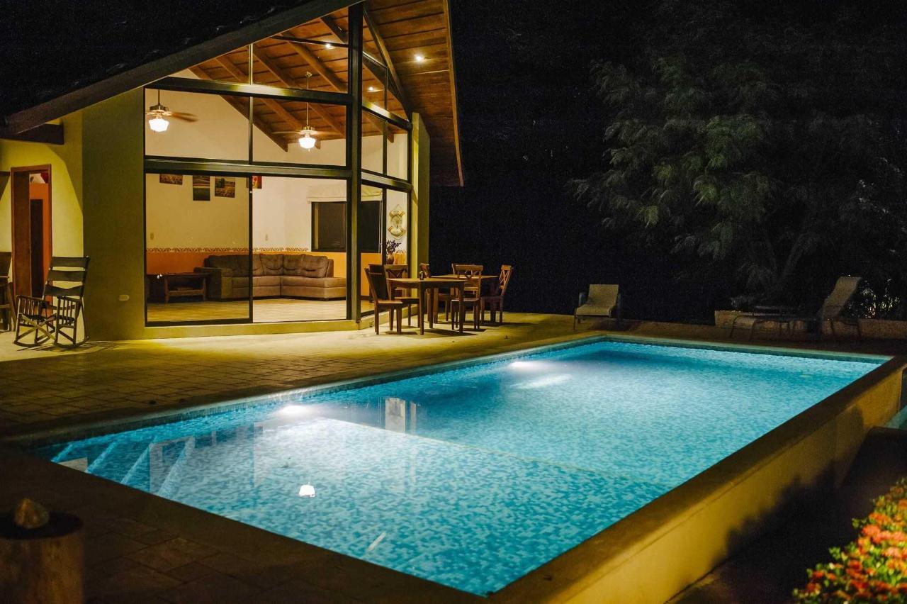 别墅带私人泳池和按摩浴缸2