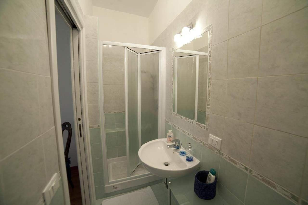 The Bathroom of the Red Suite.jpg