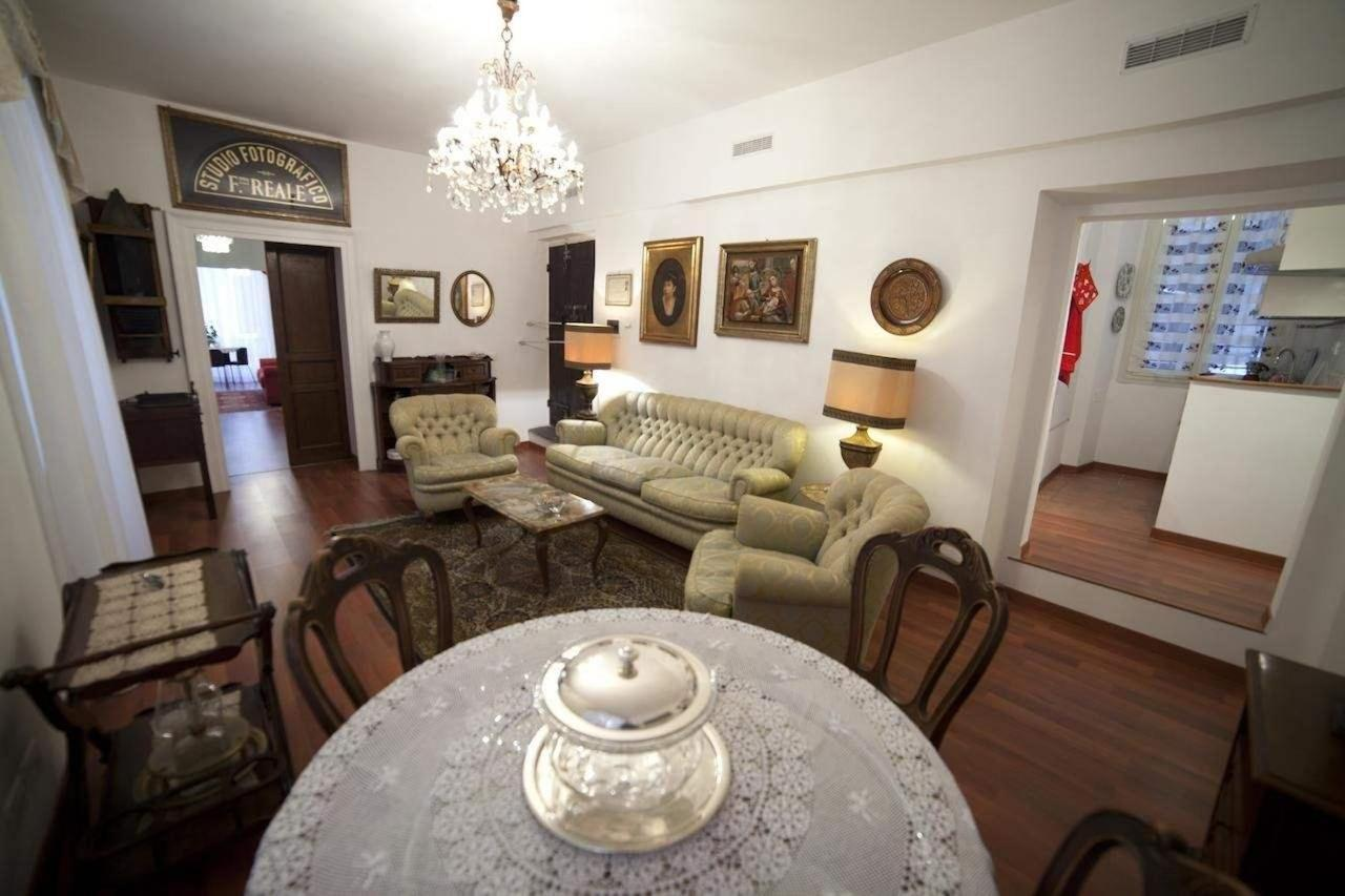 The Living-Room of the Gold Suite.jpg