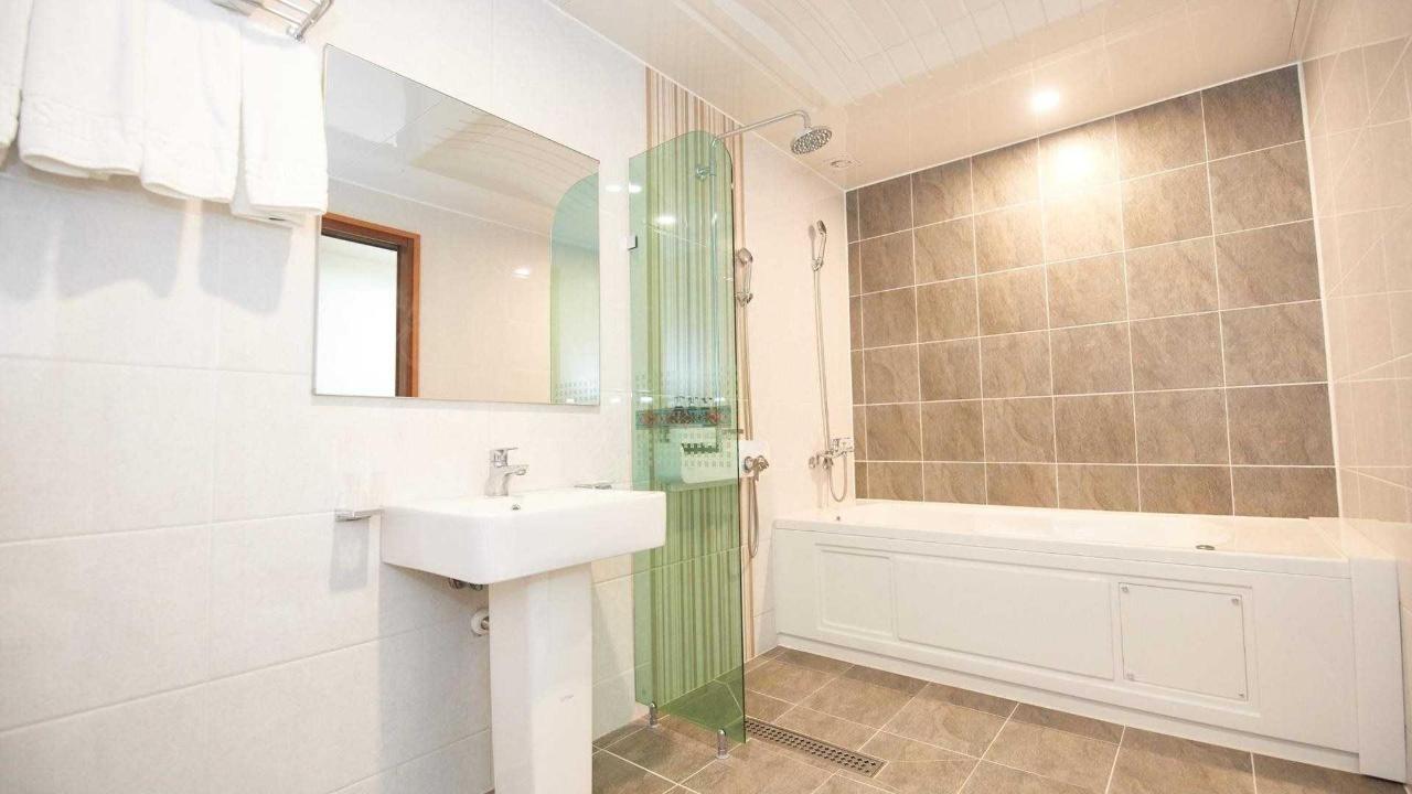 Hotel Bathroom.jpg