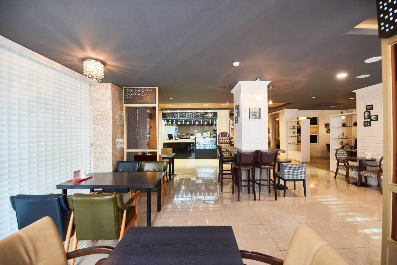 Busan Hotel Cafeteria.jpg
