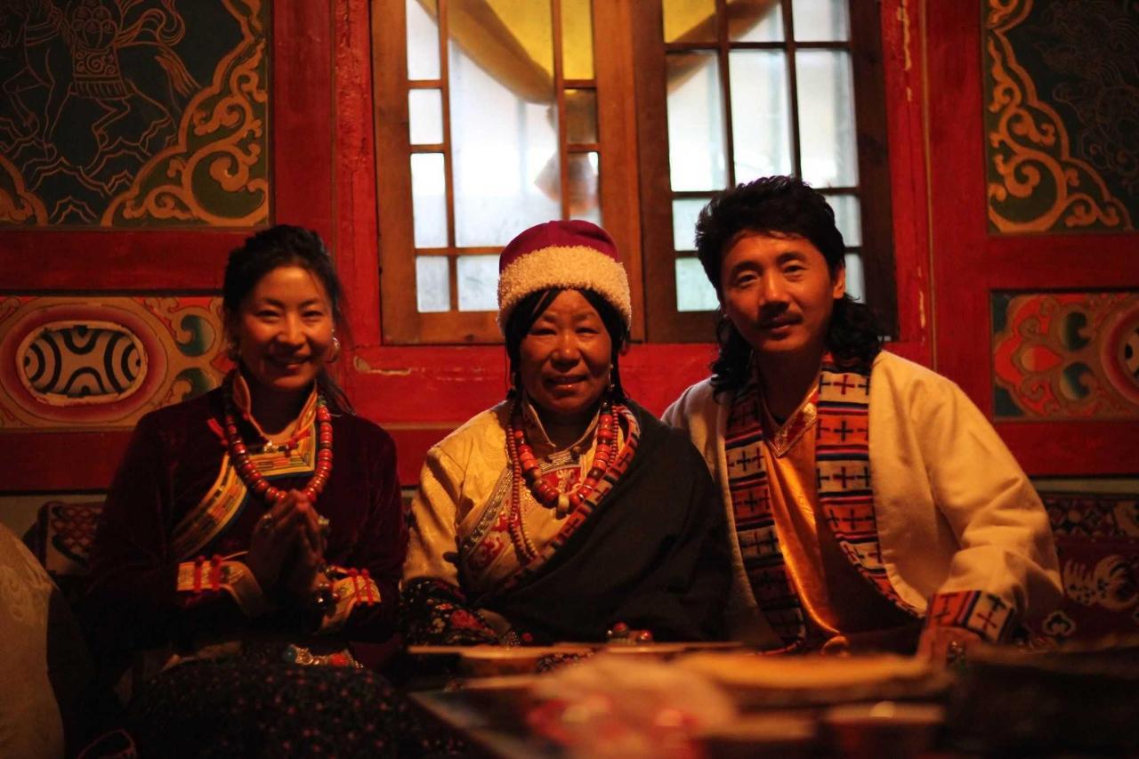 Zhuo Ma, Ama and famous Tibetan singer, Rong Zhong Er Jia.