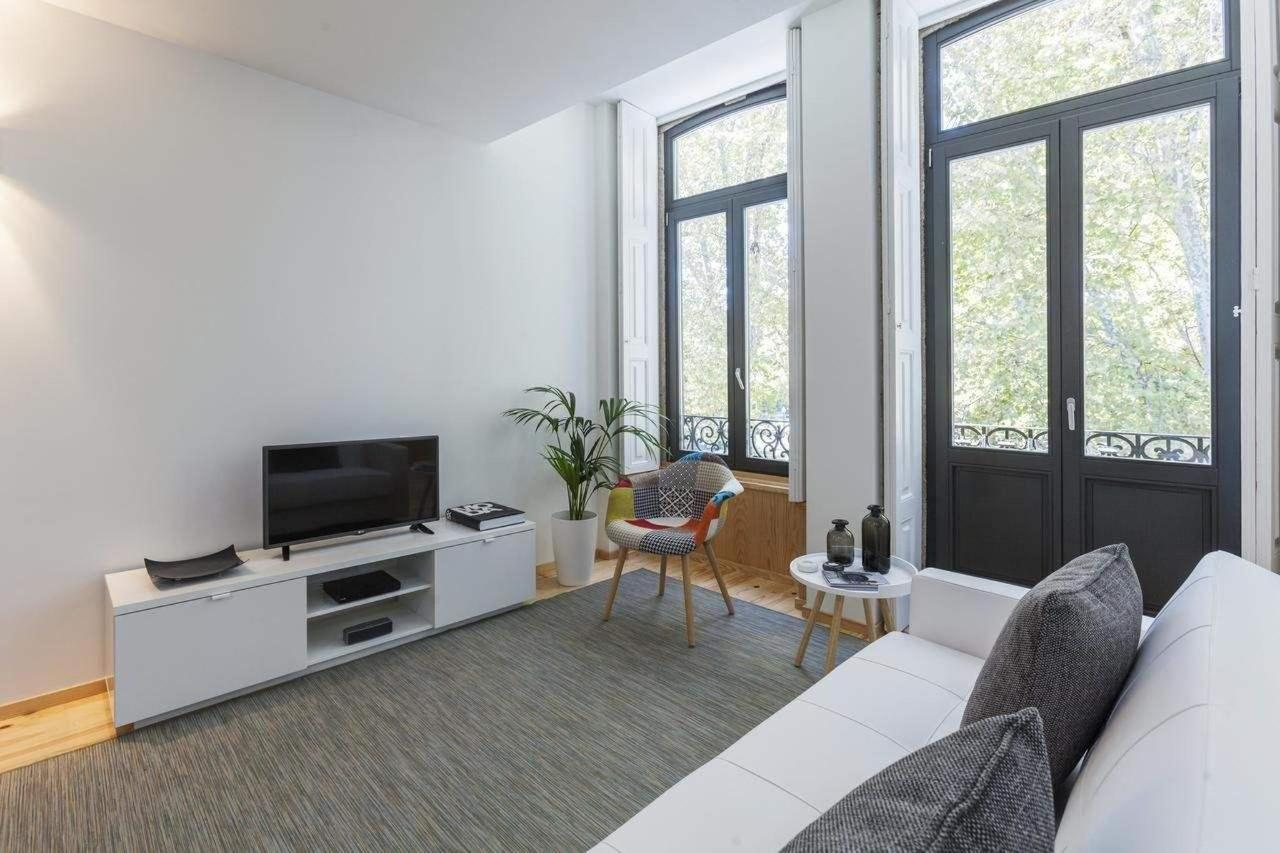 One-Bedroom Deluxe Apartment with Balcony and City View2
