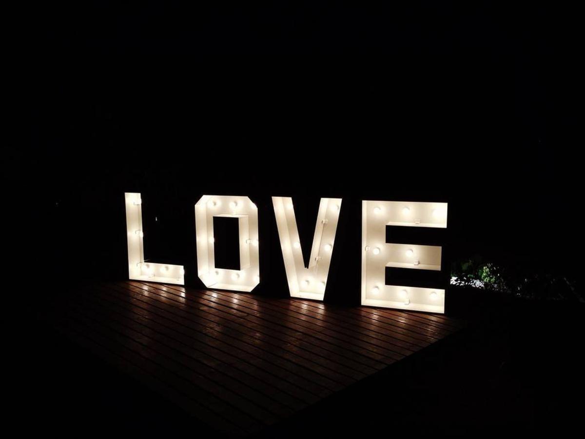love-no-escuro-amora-hotel.JPG.1024x0.jpg