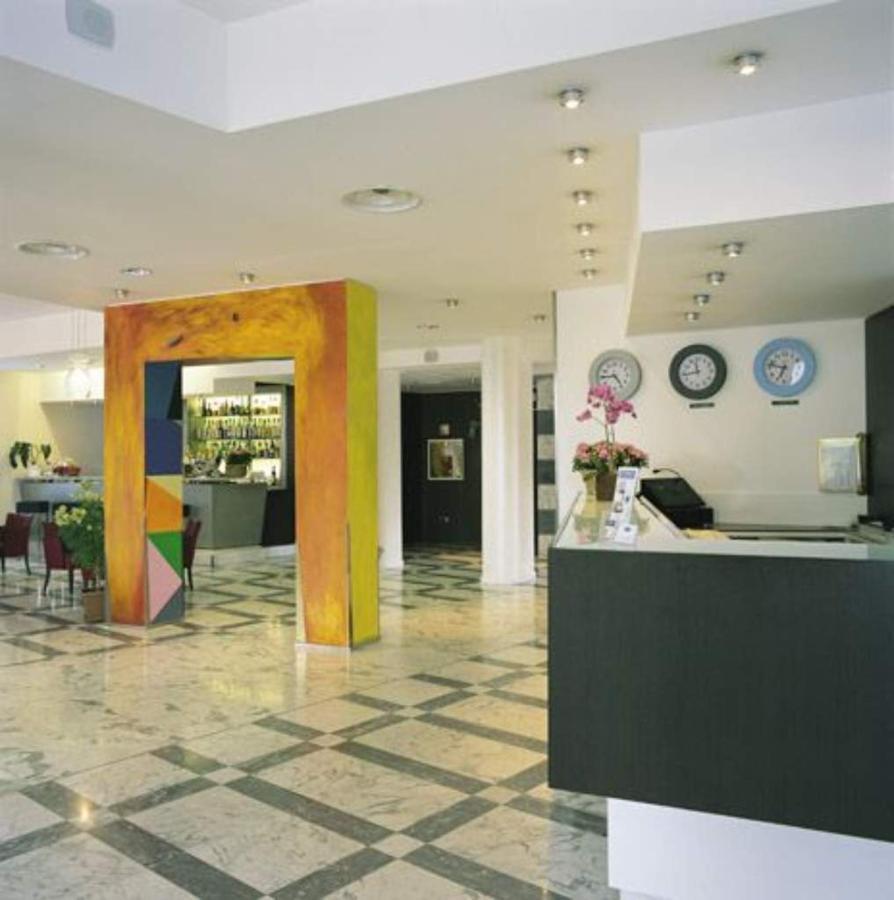 first-hotel-milano-malpensa50-lobby.jpg.1024x0.jpg