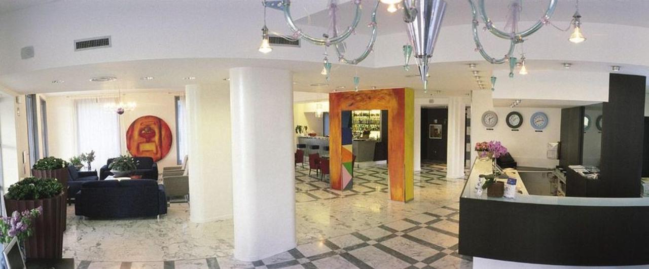 first-hotel-milano-malpensa80-lobby.jpg.1024x0.jpg