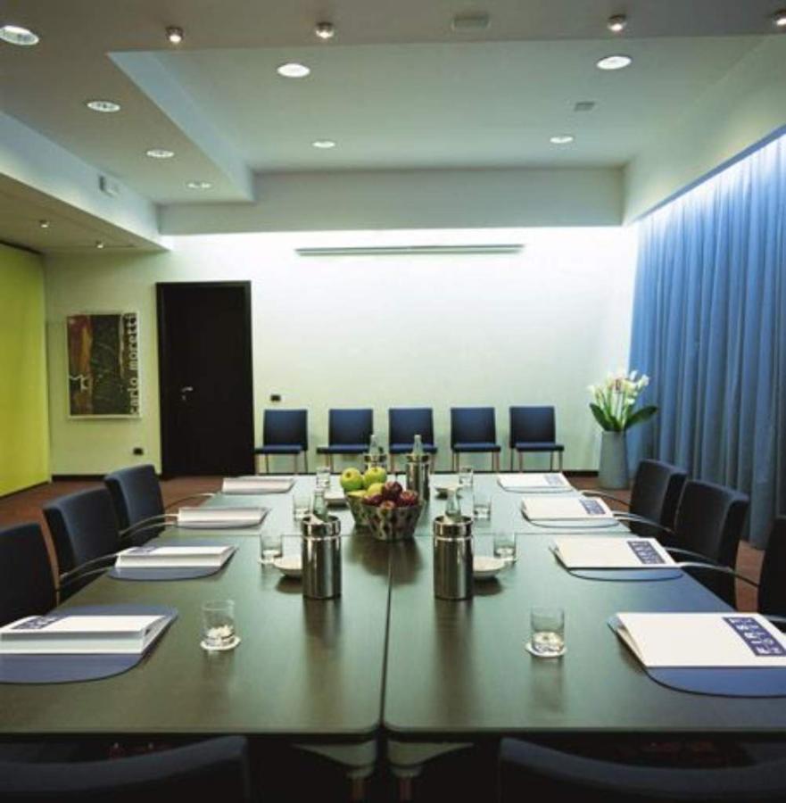 first-hotel-milano-malpensa58-meeting-room.jpg.1024x0.jpg