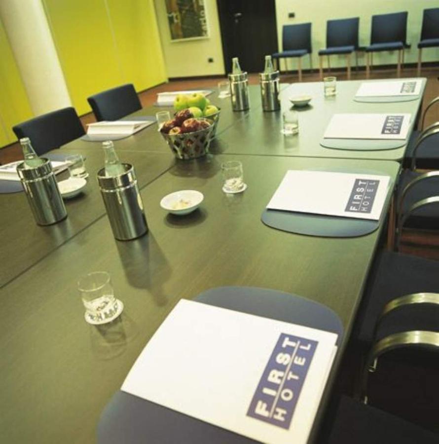 first-hotel-milano-malpensa70-meeting-room.jpg.1024x0.jpg