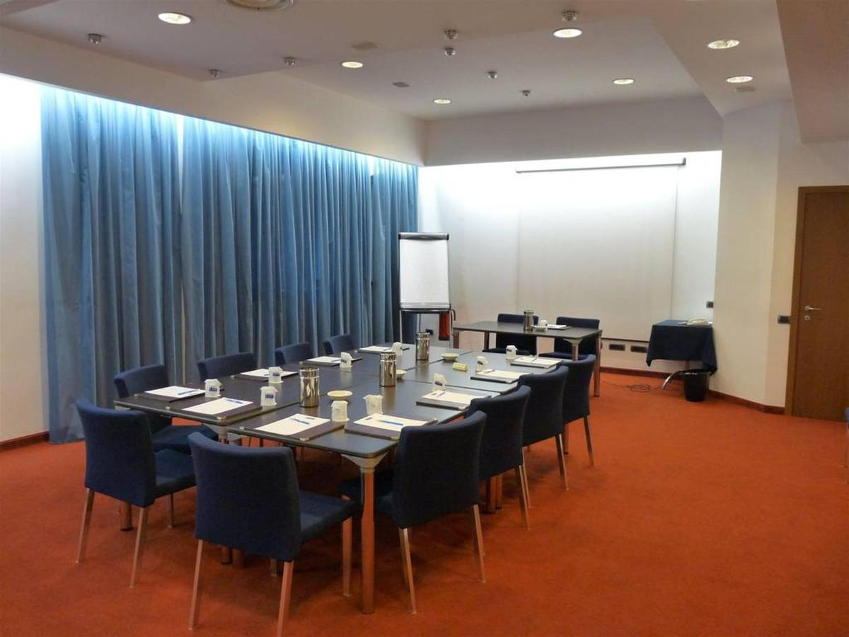 first-hotel-milano-malpensa71-meeting-room.JPG.1024x0.JPG