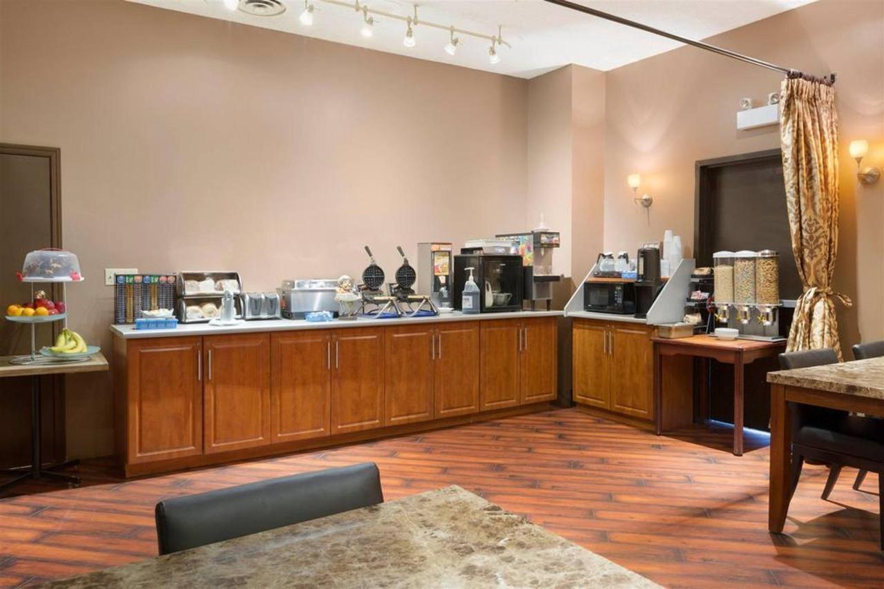 breakfast-area.jpg.1024x0.jpg