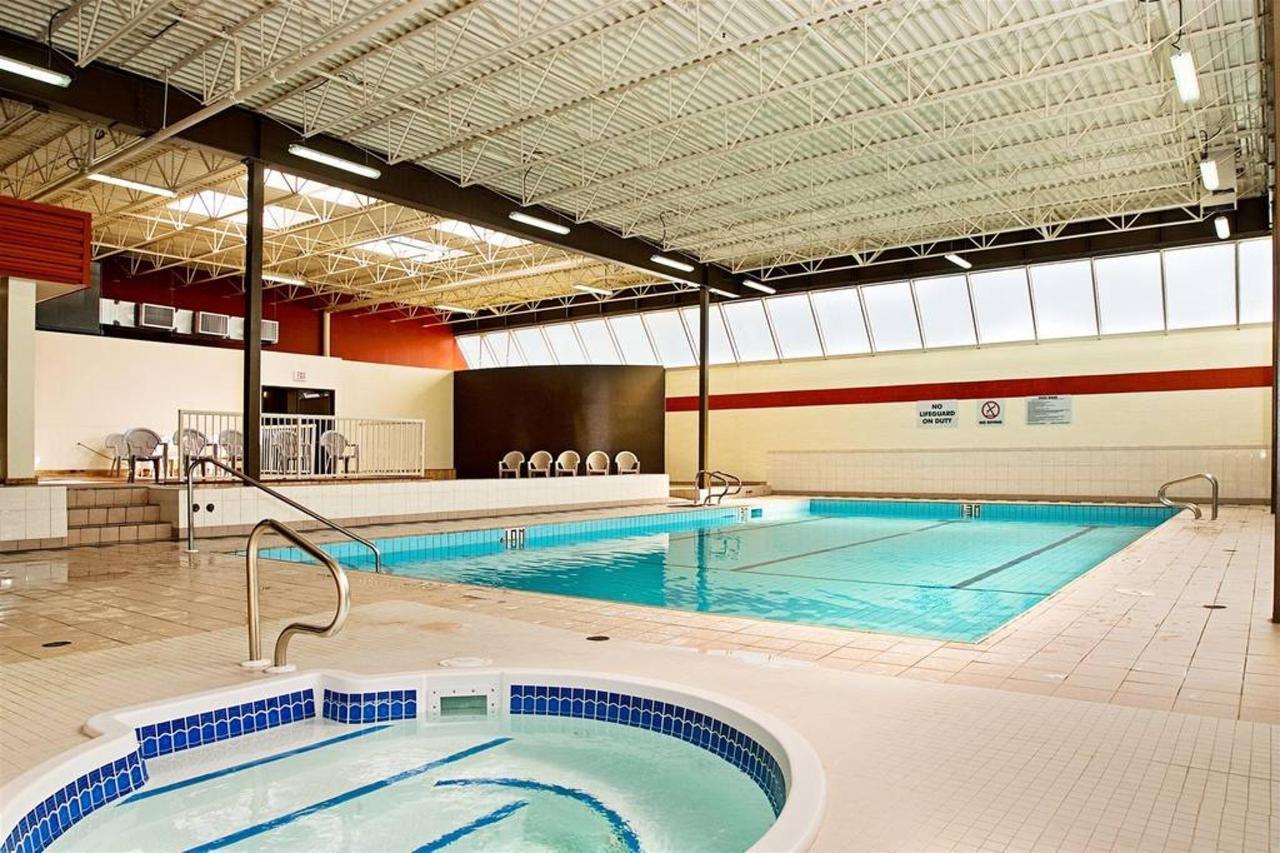 pool-hot-tub.jpg.1024x0.jpg