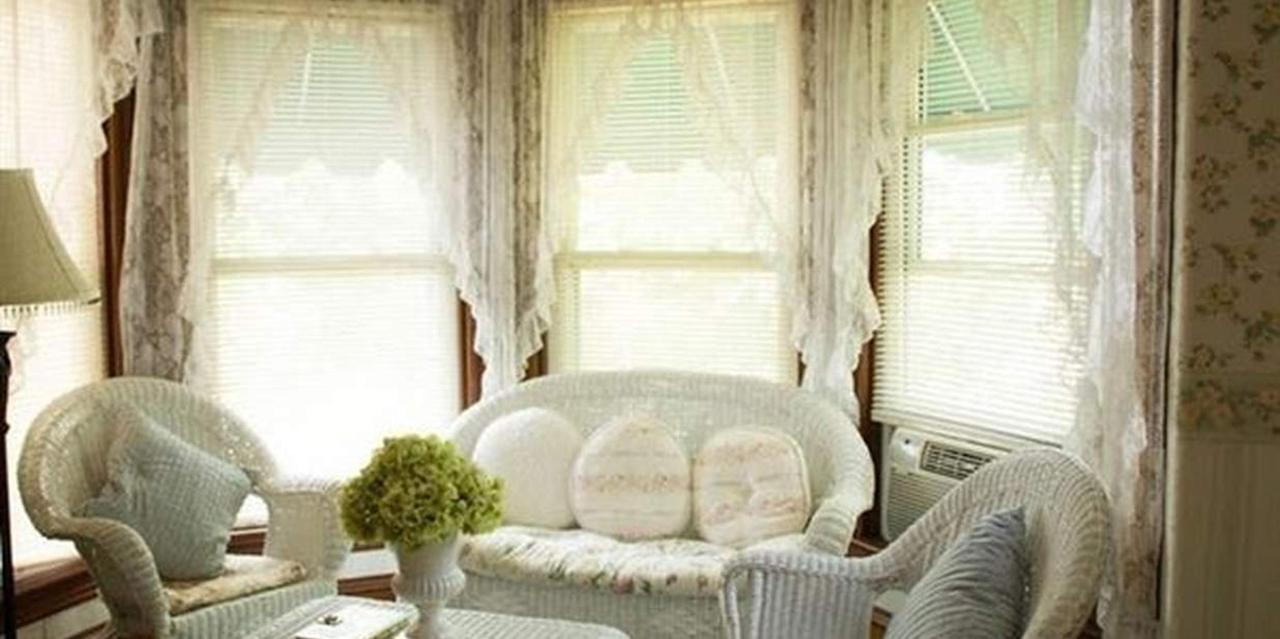 Room 1 Living Space.jpg