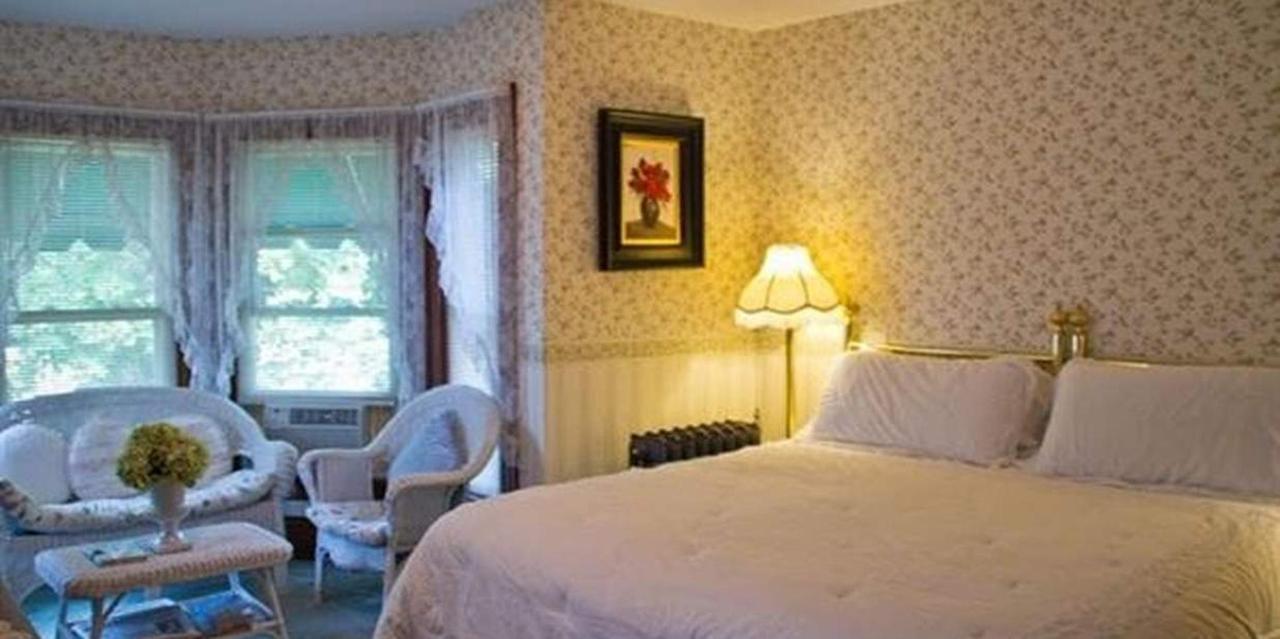 Room 1 King Bed.jpg