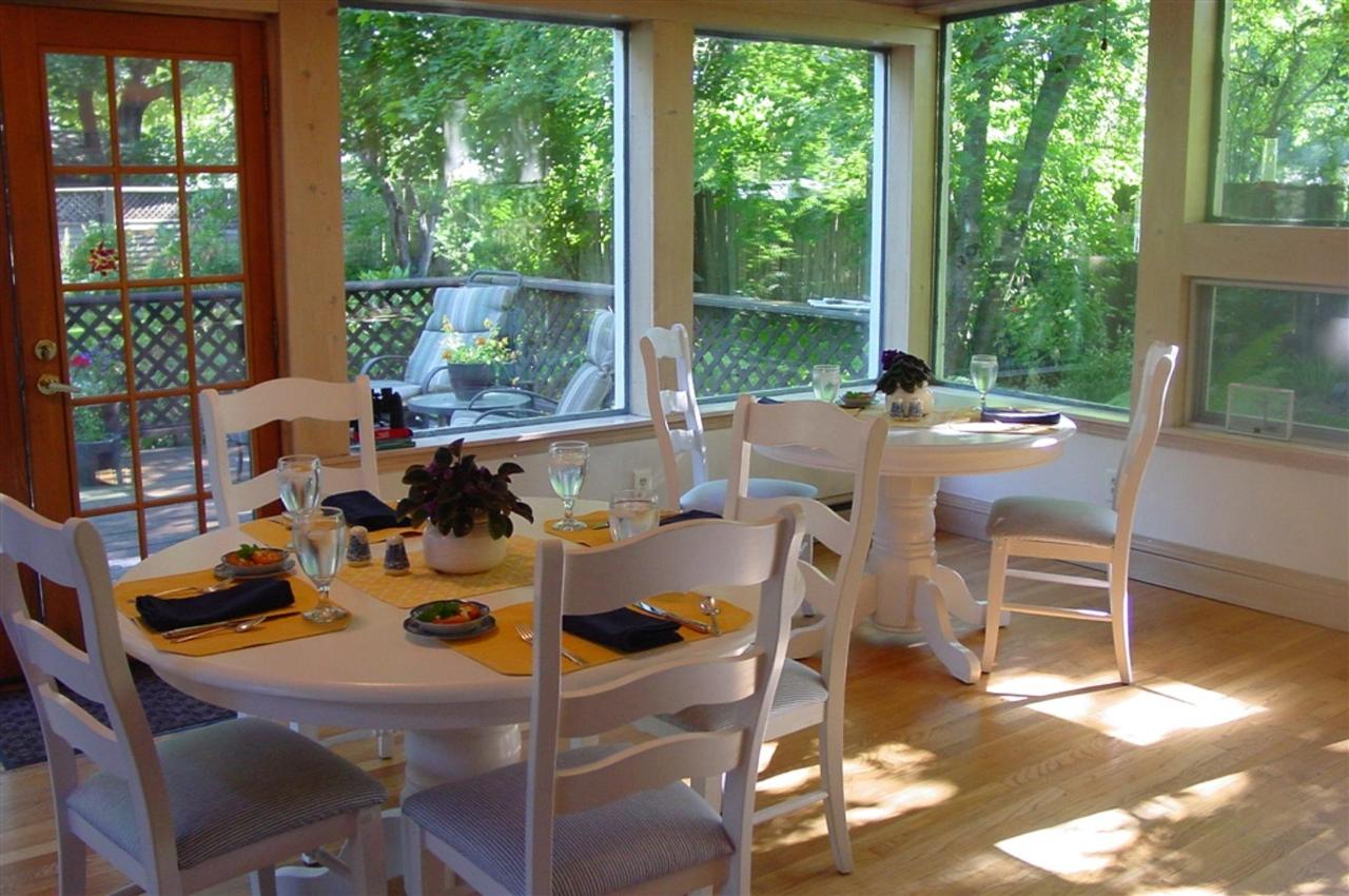 breakfast-room.jpg