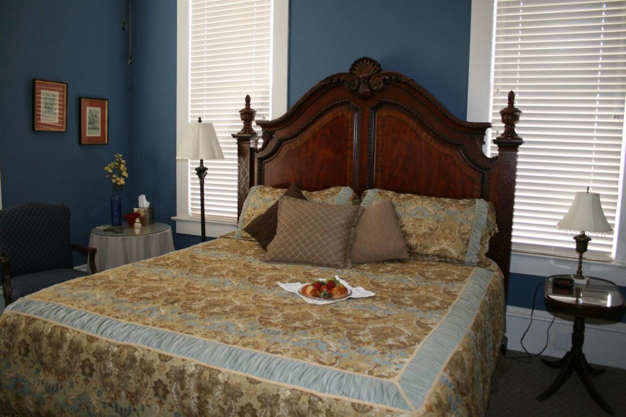 century bed 3.JPG