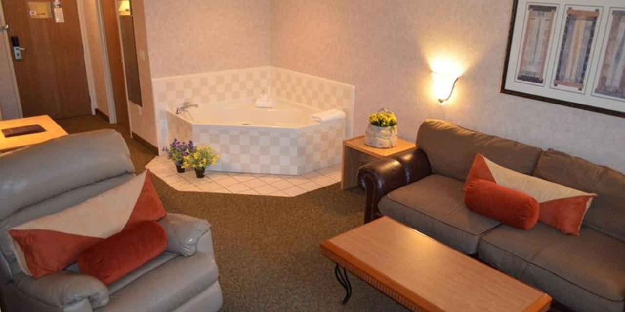 king suite jacuzzi.JPG
