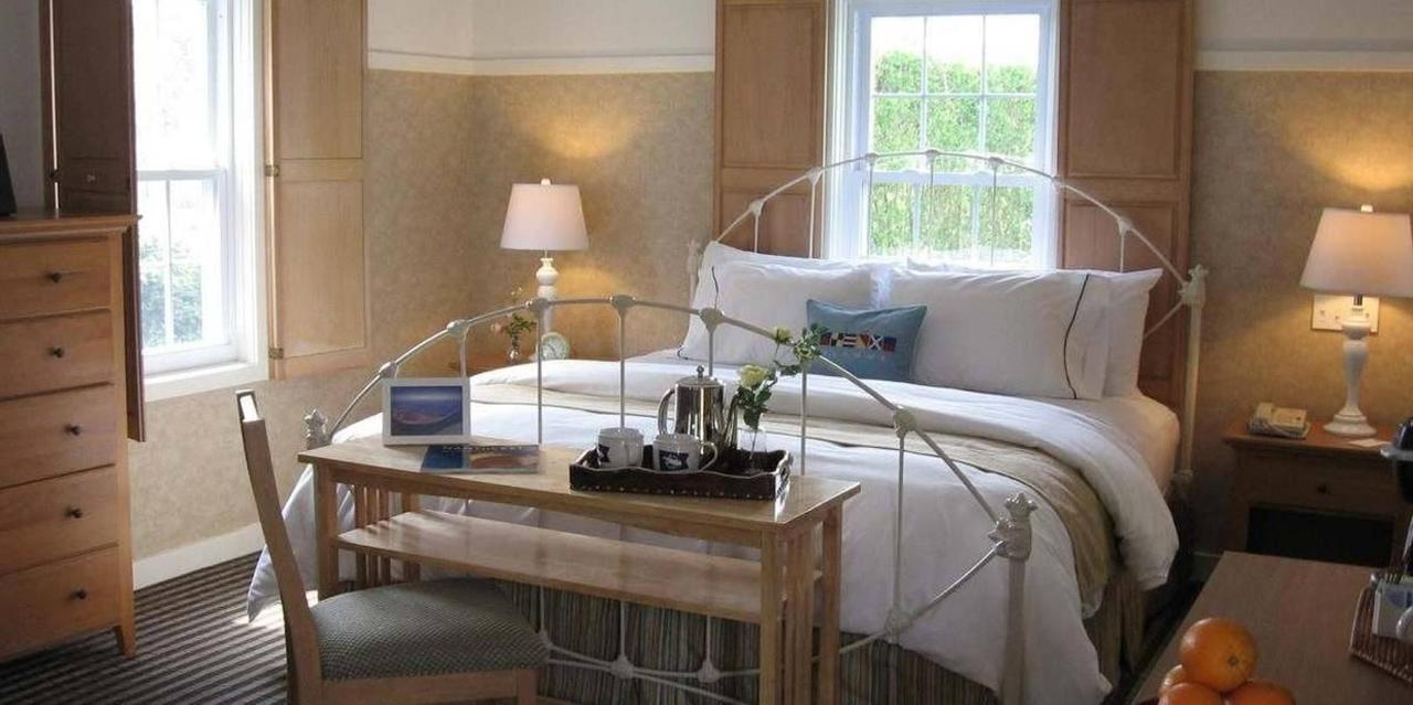 Bed | King Cottage Room.jpg