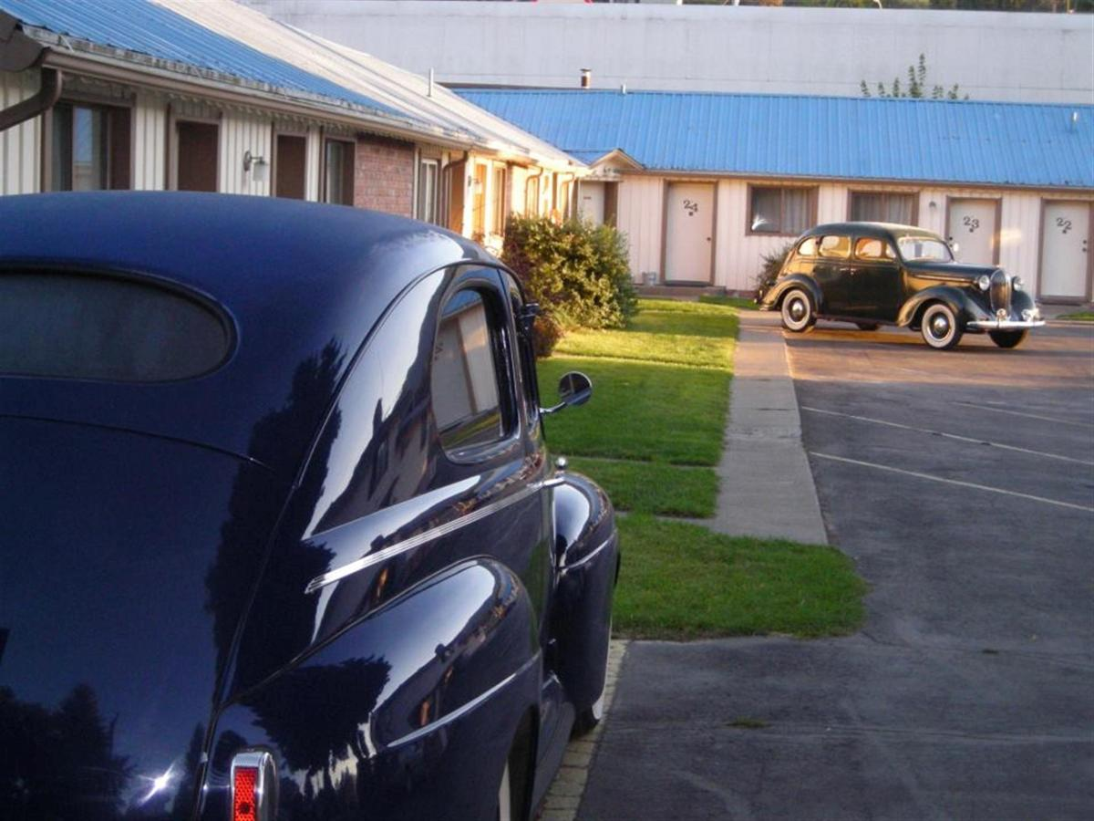 We love classic cars at the Falls Motel! Groups are always welcome.jpg
