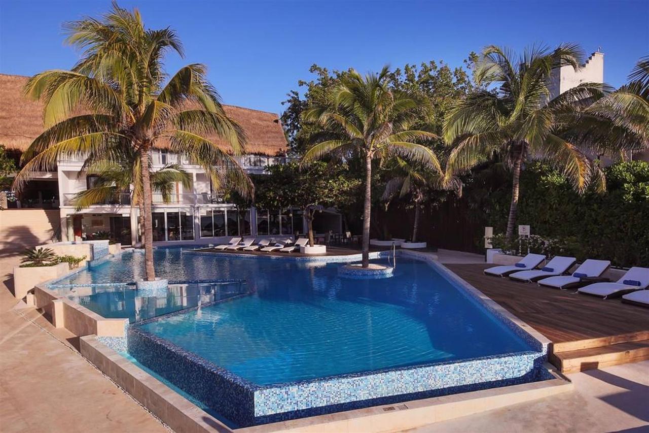 Le Reve Hotel & Spa - Pool.jpg