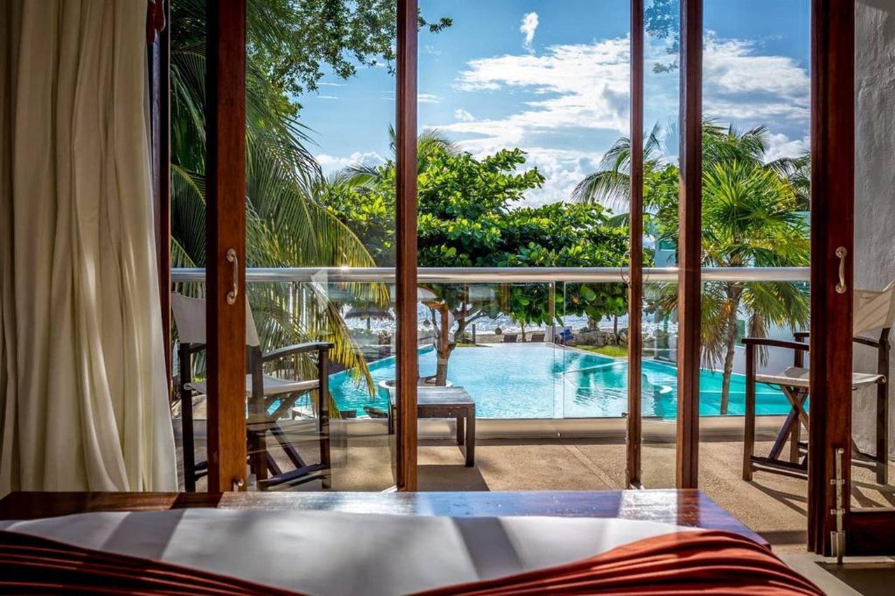 Rooms - Pool.jpg