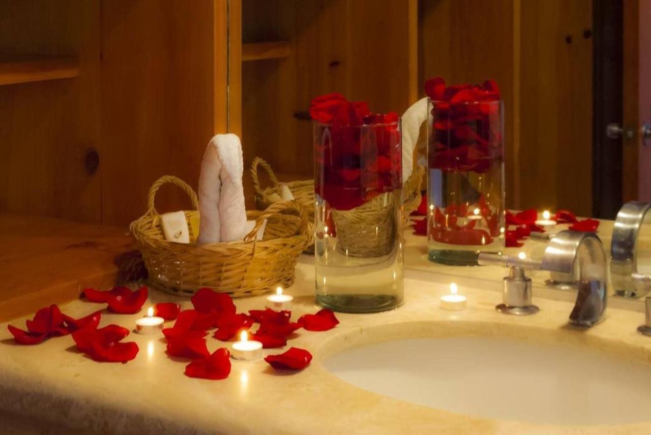 Hotel Los Patios - Baño Romántico.jpg