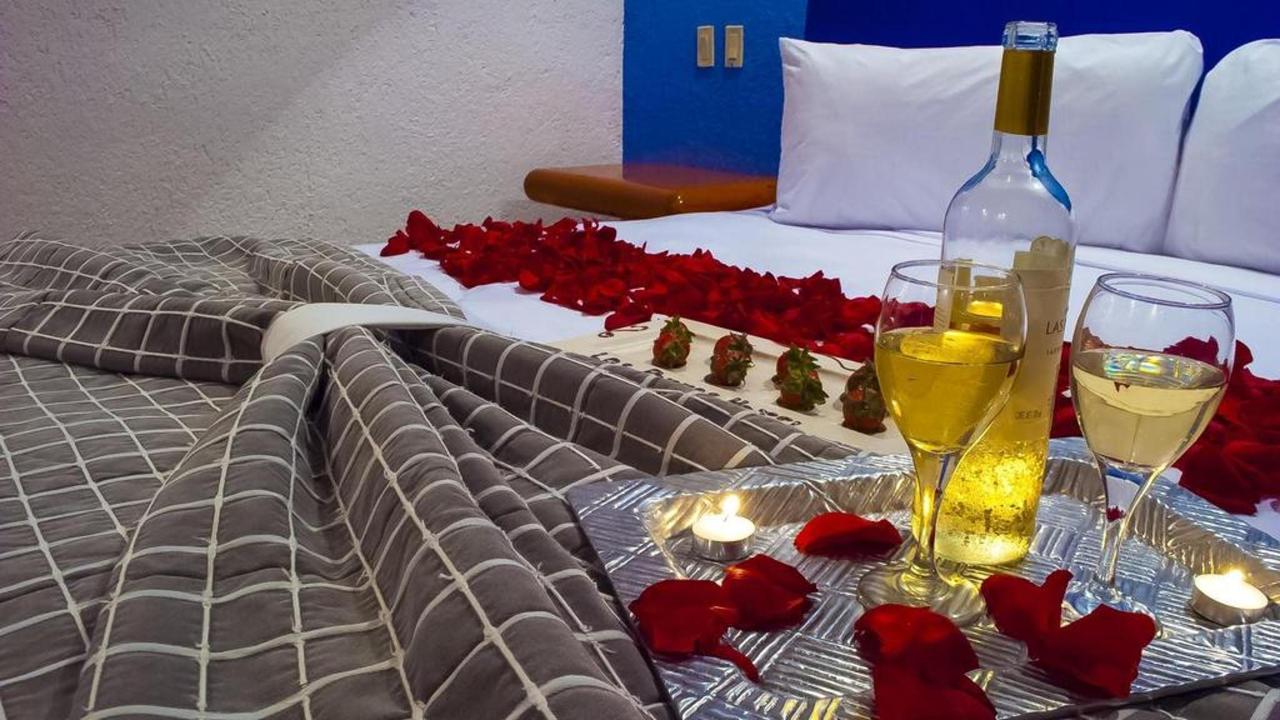 Hotel Los Patios - Habitación con velas.jpg