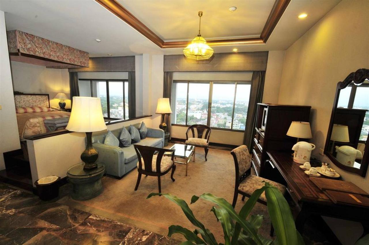 Deluxe Suite Room.jpg
