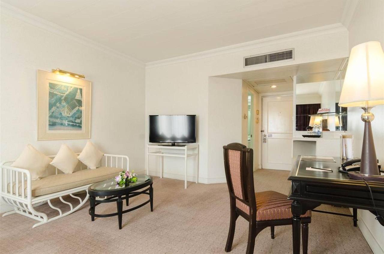Junior Suite Room.jpg