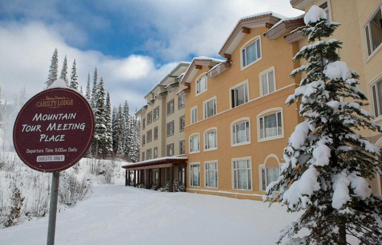 Slopeside Lodging .jpg