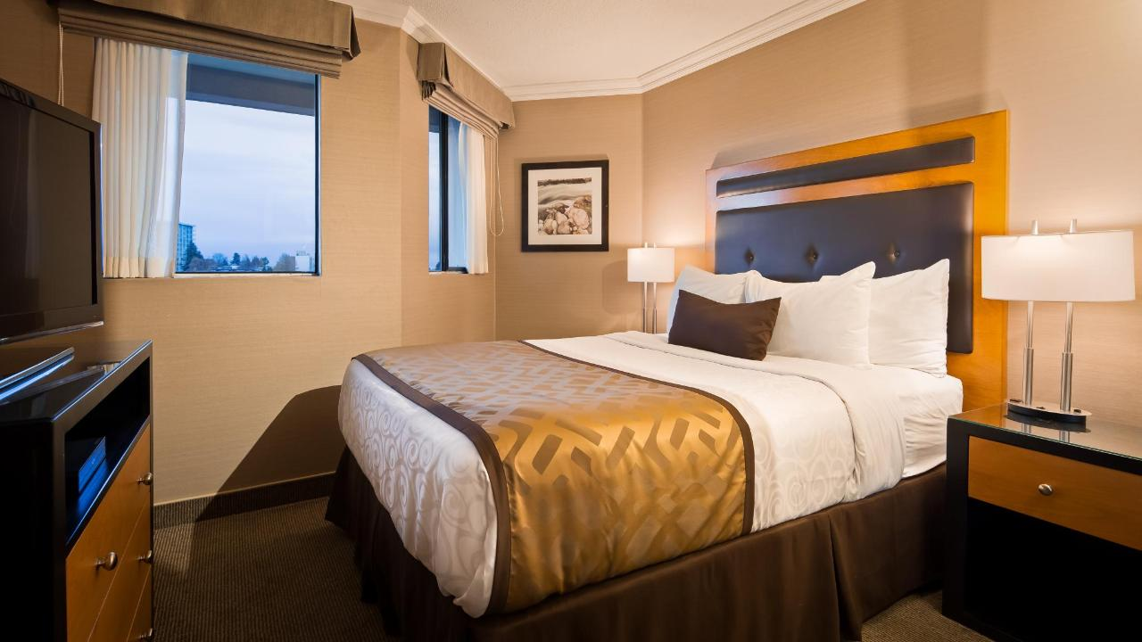 Bedroom of Premium One Bedroom Suite.jpg