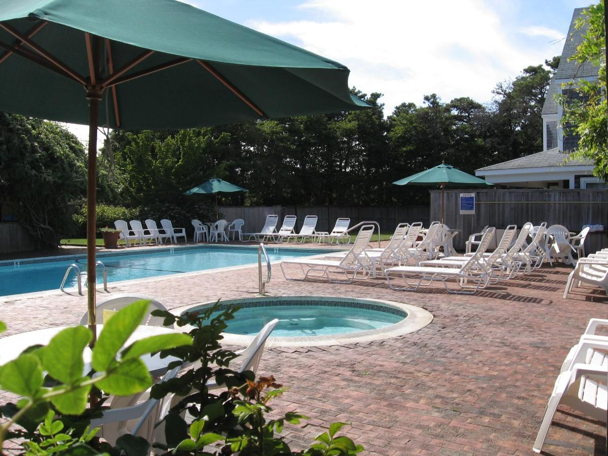 Outdoor pool and hot tub.jpg