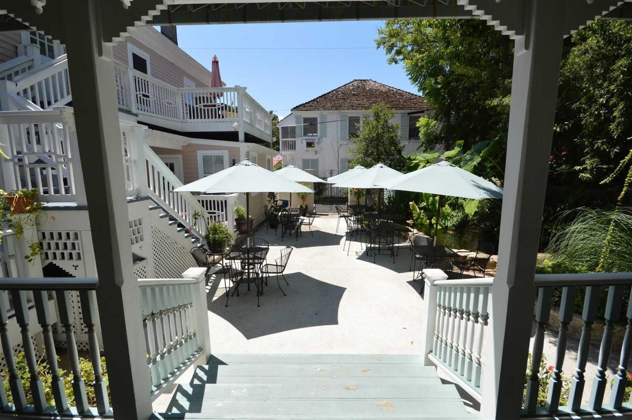 Kenwood Courtyard