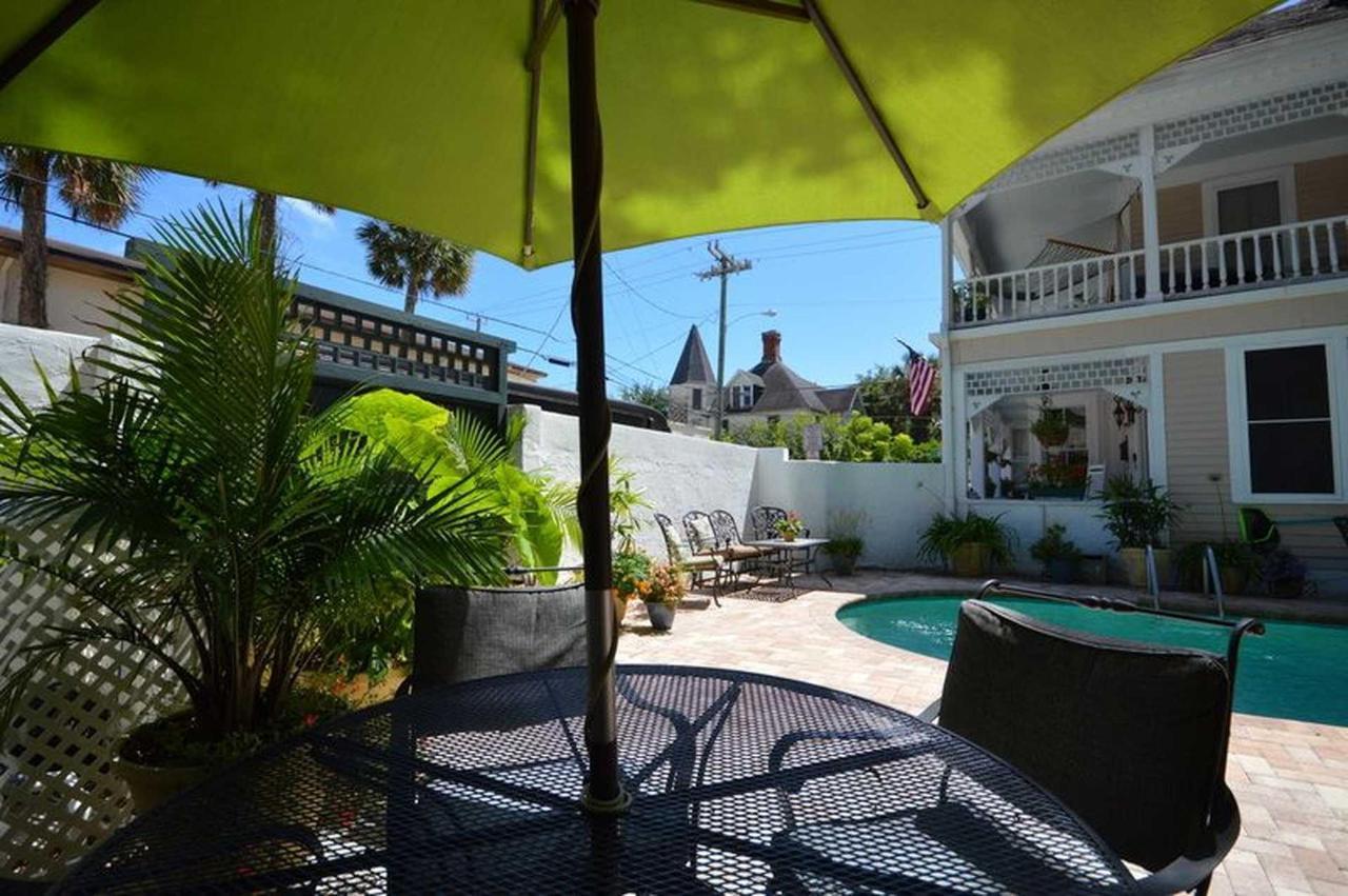 Kenwood Pool and Lounge Area