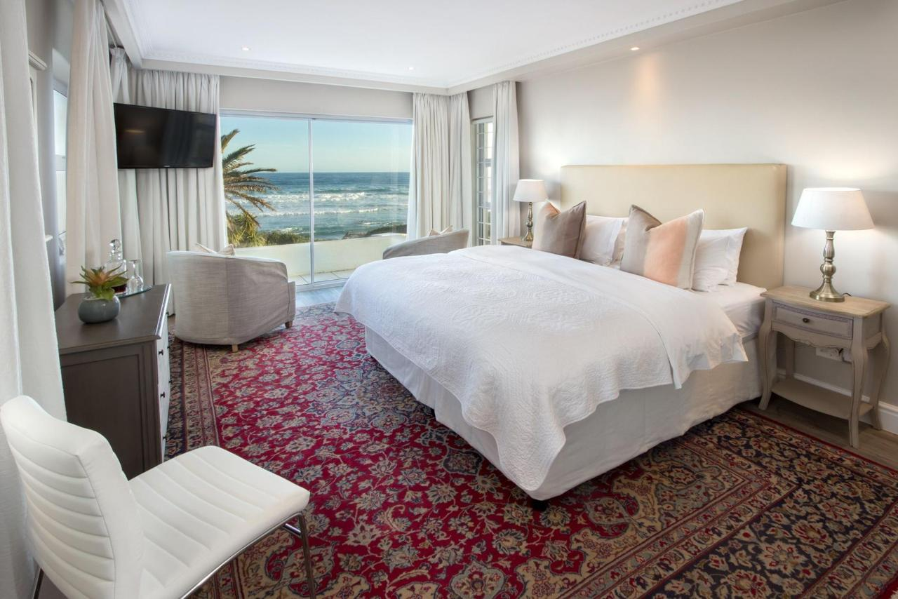 Luxury Suite with Sea View.jpg