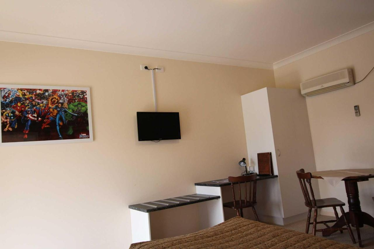 Interconnecting Family Room